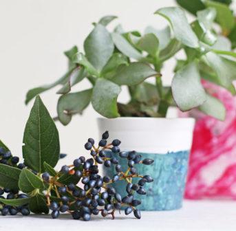 DIY und Beauty-Recycling in einem Schritt: Marmorien mit altem Nagellack, Schritt für Schritt erklärt auf sonrisa.ch.