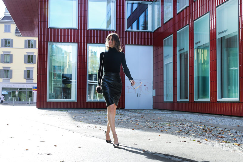 sonrisa in a black leather vintige skirt by versage and heels