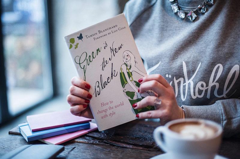 die vegane Buchautorin und Bloggerin von Veggie Love Franziska Schmid erklärt Dir alles, was Du über vegane Kosmetik wissen musst.