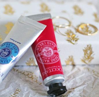 Put a ring on it: Die LÕU.YETU für L' Occitane-Box mit zwei Handcrèmes und drei exklusiven Ringen gibt es als Geschenk bei einem Einkauf von mindestens 25 CHF.