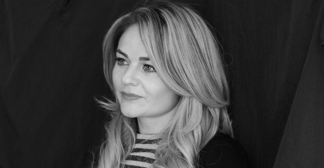 Wella Color-Expertin Laura über die Gründe für weisse Haare und den Granny Trend