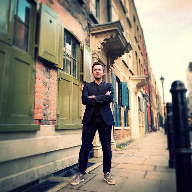 Meet Nick Stewart – Begründer des Nischenparfumlabels Gallivant, das duftende Portraits von Städten macht.