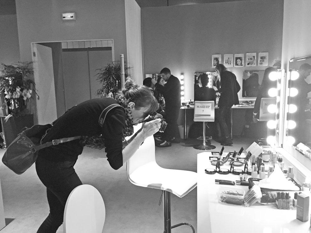 sonrisa in action beim Backstage-Rundgang im Beauty-Bereich am SIHH in Genf.
