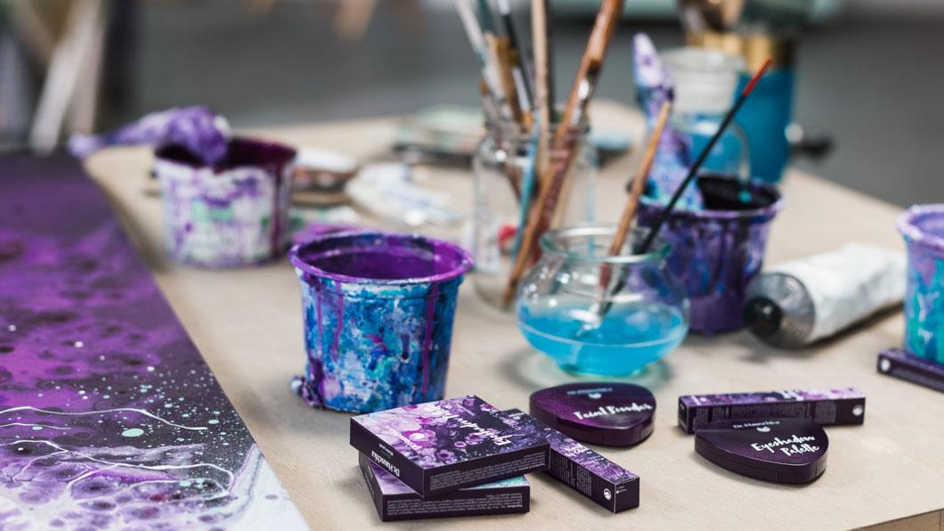 Purple Light by Dr. Hauschka: Violette Schönheit – zum Anschauen und Gewinnen!