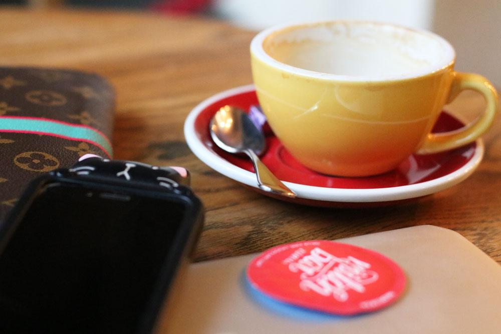 Bloggerin Katrin Roth über einer ihrer Lieblingsorte zum Kaffee trinken in Zürich.