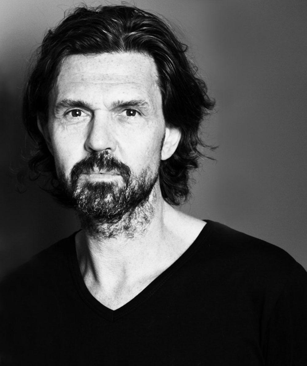 Haare waschen, aber richtig: Star Figaro Rolf Baettig verraet auf sonrisa.ch die besten Tipps dazu.