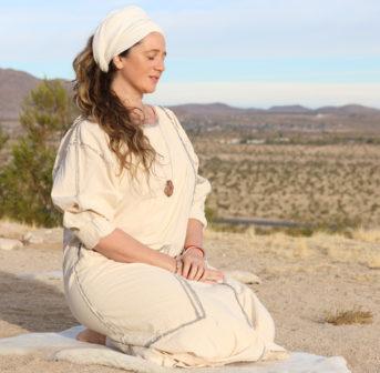 Exklusiv auf sonrisa.ch: Guru Jagat über Turbane, Bad Hair Days und die positiven Auswirkungen von Kundali Yoga.
