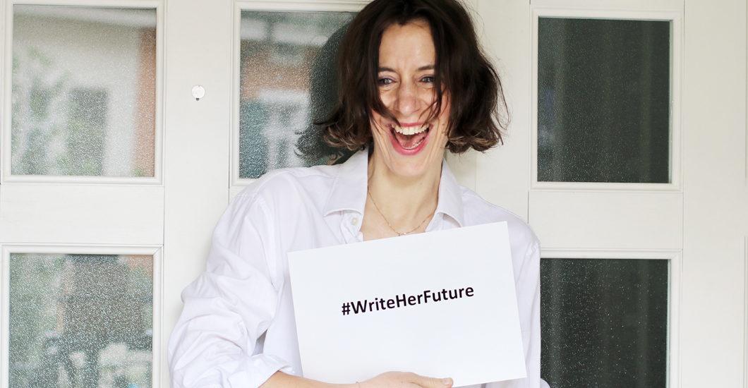 Durch die Partnerschaft mit der humanitären Organisation CARE, die das Programm WRITE HER FUTURE auf drei Kontinenten gleichzeitig einführt, setzt sich Lancôme gegen den Analphabetismus unter jungen Frauen weltweit ein.