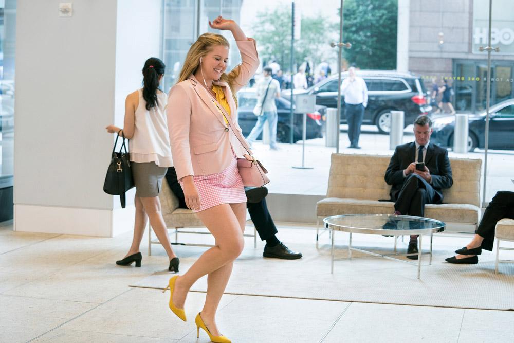 """Selbstliebe ist ein wissenschaftlich belegtes Beauty-Rezept – und die Grundlage für die Komödie """"I feel pretty"""" mit Amy Schumer."""