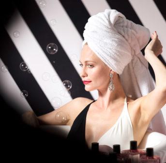 Splish, splash: Mein persönlicher Beauty-Crush Poppy Delevigne hat für Jo Malone die limitierte und fabelhafte Beauty-Kollektion Queen of Pop für das perfekte Bade-Ritual zusammengestellt.