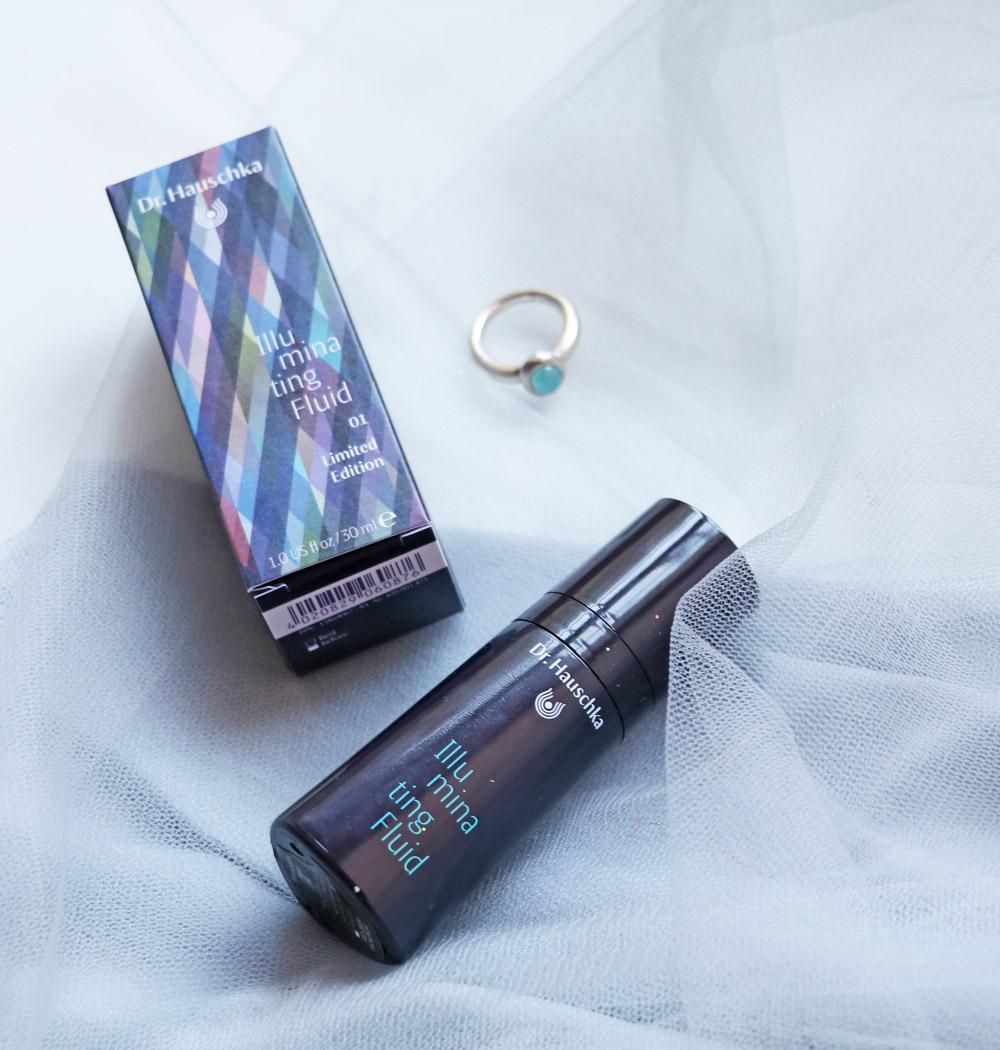 Dr Hauschka Deep Infinity ist inspiriert von der Farbe Türkis, die für Klarheit, Mut und Kraft steht.