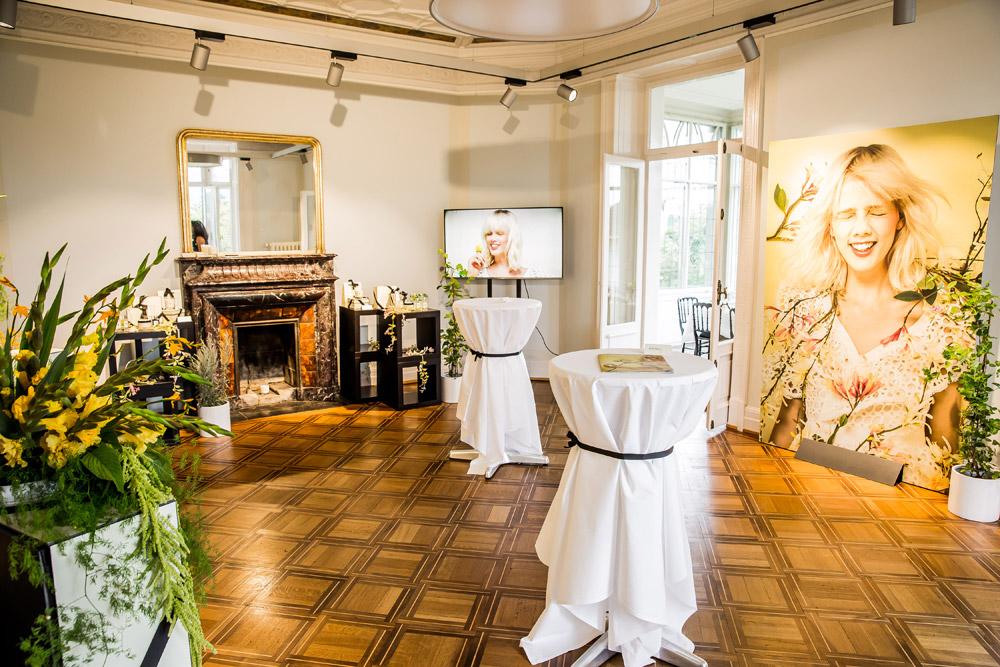 """Jo Malone London präsentiert mit Honeysuckle & Davana einen Duft, der """"viel Fröhlichkeit"""" vermitteln soll. Zu recht, wie die Bilder der rauschenden Lancierungsparty in Zürich zeigen."""