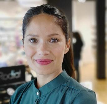 Star-Visagistin und Naturkosmetik-Expertin Lina Hanson verrät exklusiv auf sonrisa die besten Tipps für einen schönen Teint.