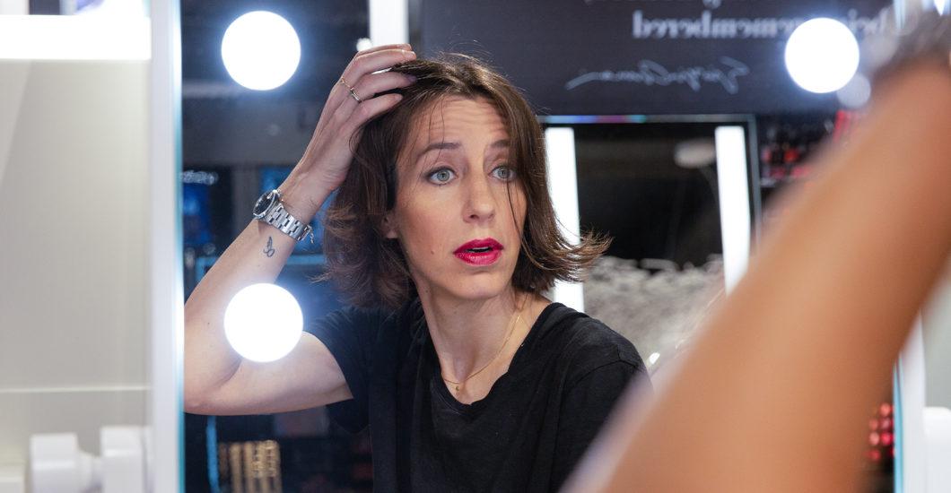 Mitreden erwünscht: in der neuen Rubrik Let's talk bittet sonrisa um Beauty-Tipps. Heute zum Beispiel um Entscheidungshilfe bei der Frage: Sollte das Makeup auf das Outfit abgestimmt werden oder umgekehrt?