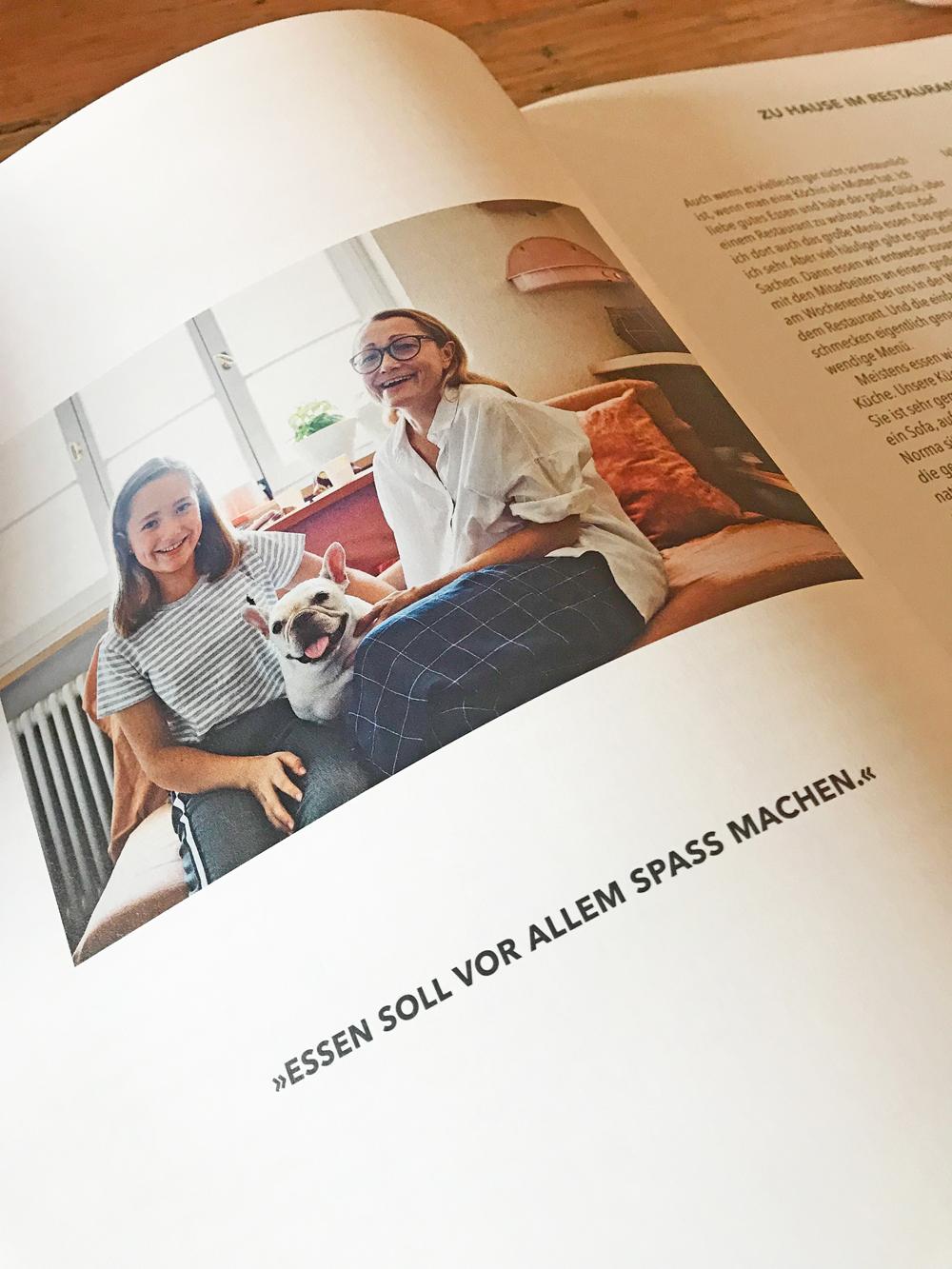 """Sterneköchin Tanja Grandits zeigt in ihrem sechsten Buch """"Tanjas Kochbuch"""" eine Sammlung ihrer Lieblingsrezepte aus dem Alltag, die einfach zu machen sind - und köstlich schmecken!"""