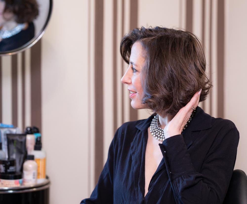 Geht schnell, ist total unkompliziert und braucht keine besonderen Styling-Fähigkeiten: sonrisa zeigt Dir in diesem Hairtutorial, wie Du einen glamourösen Party-Look stylst mit dem neuen Dyson Airwrap.