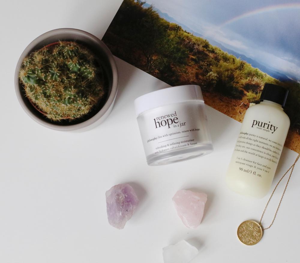 Vier Pflegeschritte umfasst das Beauty-Ritual von philosphy, beim dem Qualität vor Quantität kommt - und alle Produkte mit einem inspirierendn Gedicht versehen sind!