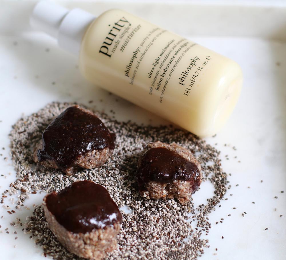 Sie schmecken unfassbar lecker, sind vegan, enthalten kein Mehl – und machen erst noch schön: die Zimt-Taler mit Chia-Samen nach einem Spezial-Rezept von sonrisa.