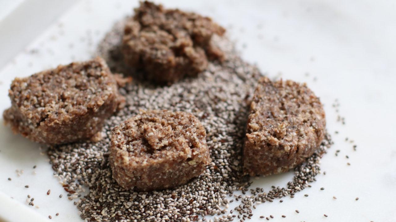 Sie schmecken unfassbar lecker, sind vegan, enthalten kein Mehl – und machen erst noch schön: die Zimt-Taler mit Chia-Samen nach einem Spezial-Rezept ...