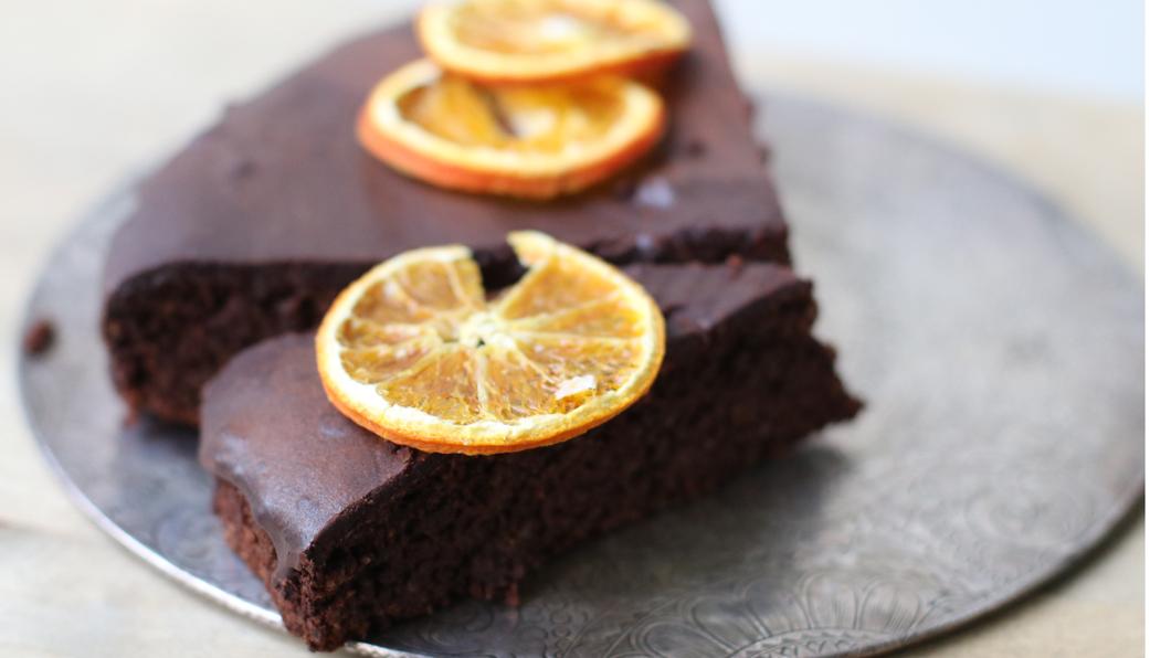 Zuckerfreie Nascherei aus dem Ofen: der weihnächtliche sonrisa-Schoggikuchen