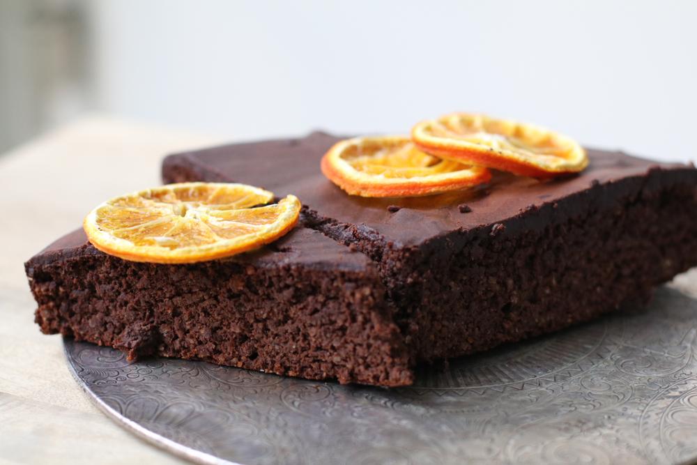 Ohne Zucker, ohne Gluten - und so fein: der weihnächtliche Schokoladenkuchen à là sonrisa.