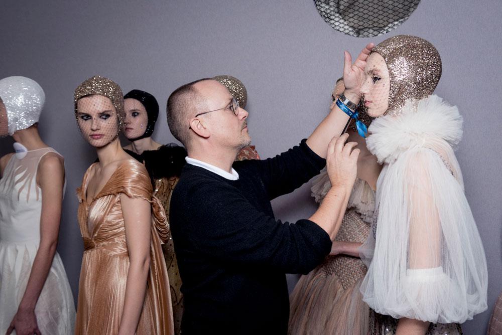 Frisch aus Paris: Bilder aus dem Backstage-Bereich der Fashion-Show von Dior.