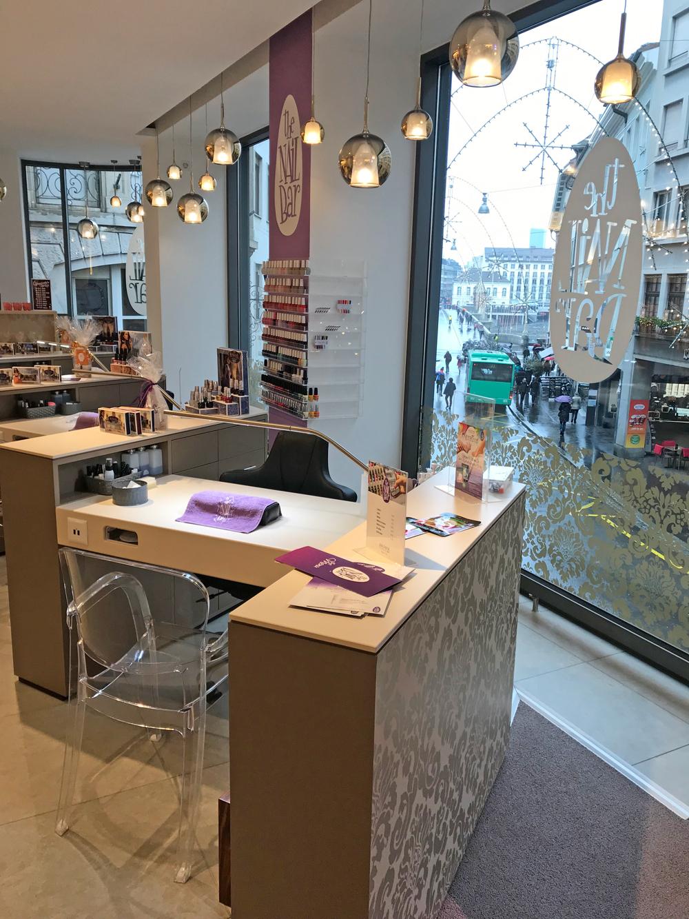sonrisa war bei The Nail Bar in Basel und testete eine Maniküre mit UV-Lack von OPI.