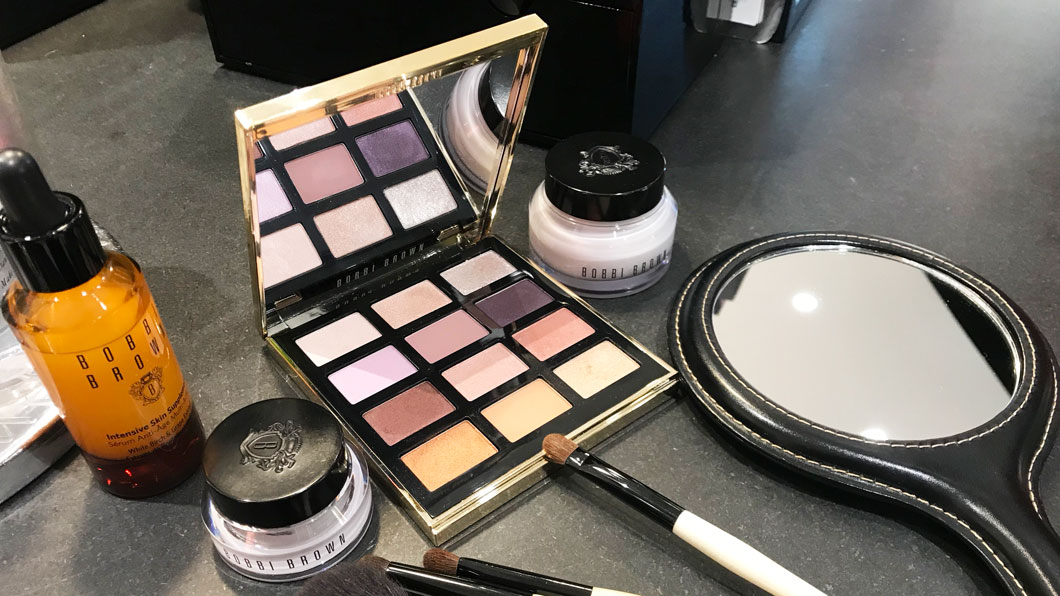 Be my Valentine mit der Crystal Drama Eye Palette von Bobbi Brown