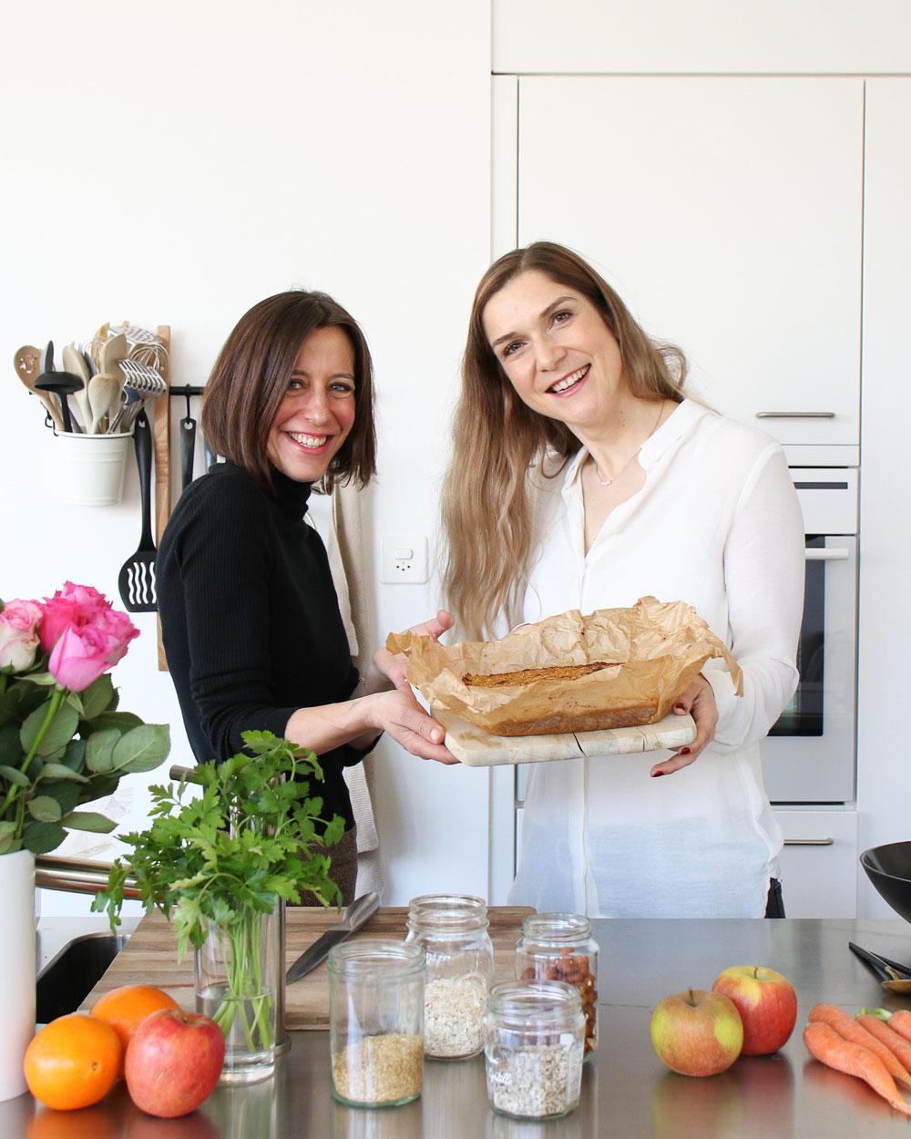 Mrs Flury und sonrisa schwingen die Kochlöffel und zeigen Dir, wie man gesunde Müesliriegel mit Beauty-Bonus macht.