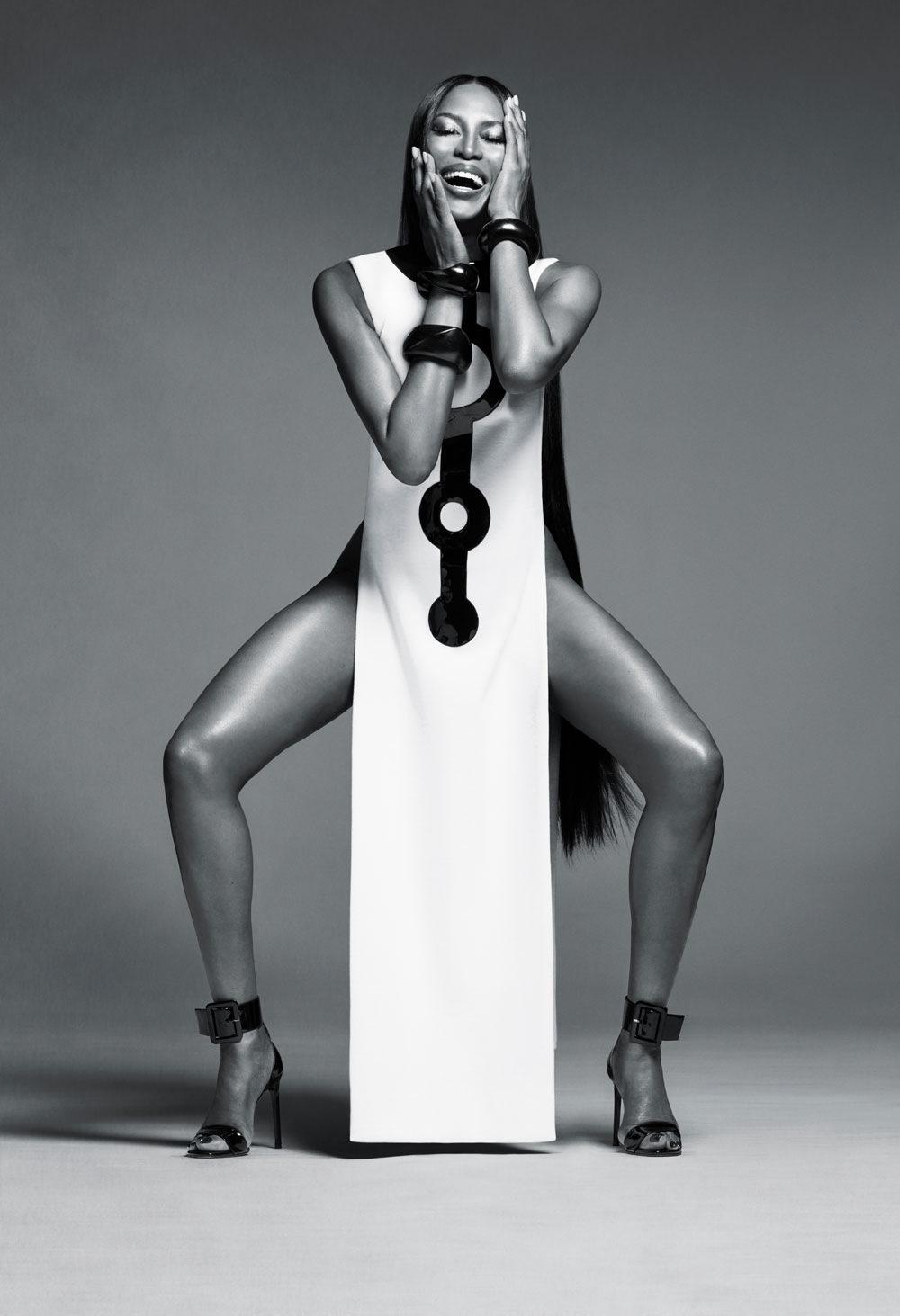 Endlich! Topmodel Naomi Campbell hat mit 48 Jahren ihren ersten Vertrag als Beauty-Gesicht für Nars Cosmertics.