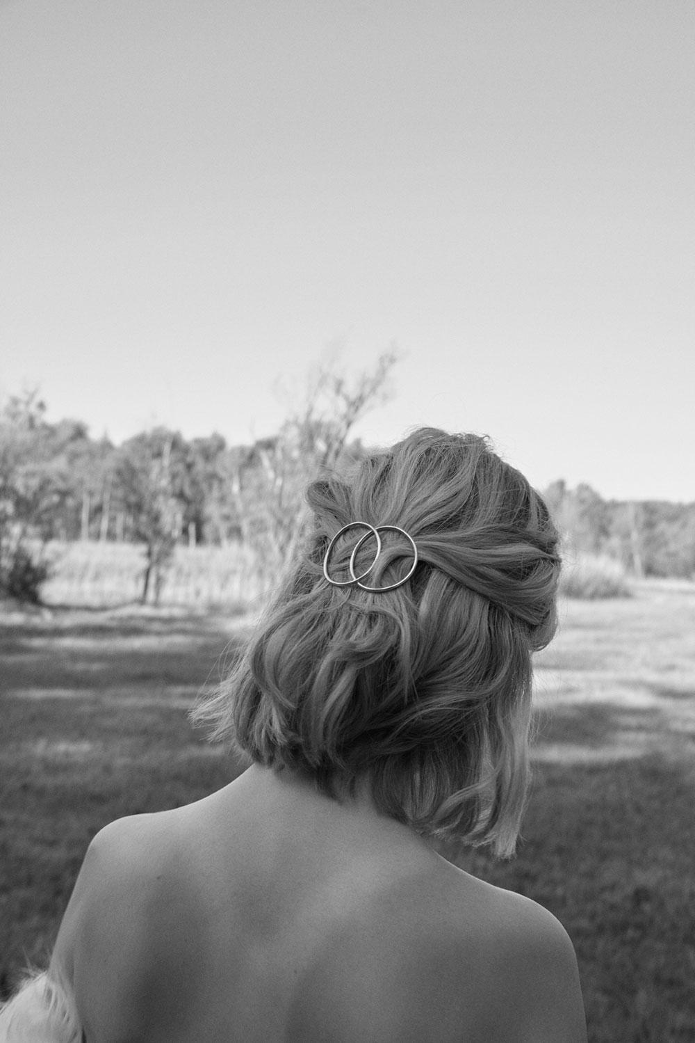 Die Haarspangen von Studio Mason sind ein stylischer Helfer bei Frisen-Krisen.