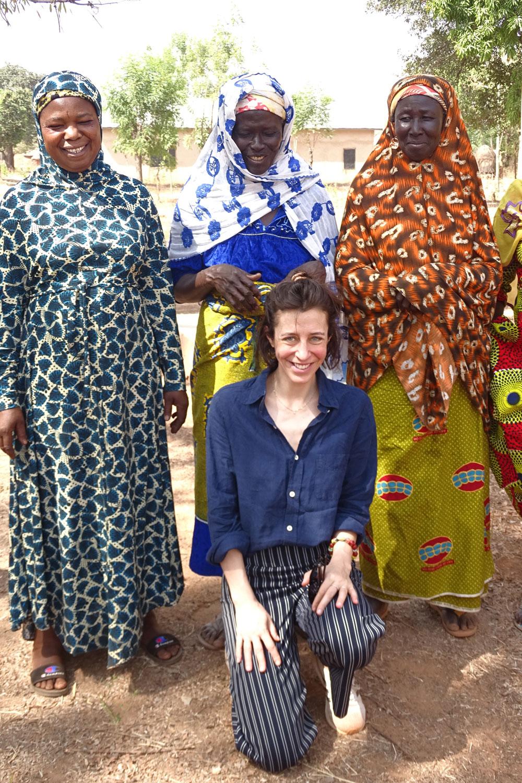 Du wolltest schon immer mal einen exklusiven Blick hinter die Kulissen der Beauty-Industrie werfen? Kannst Du haben, denn heute reisen wir mit sonrisa nach Ghana und besuchen die Tungteiya-Frauen, bei welchen The Body Shop seit 25 Jahren die Shea Butter für die verschiedenen Produkte bezieht.