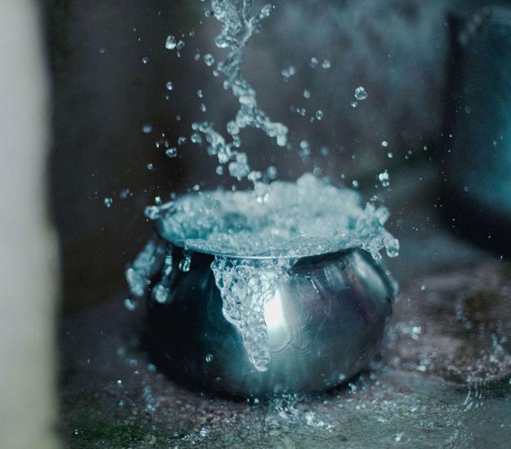 Zum alljährlichen Aveda Earth Month hat sich Aveda 2019 der Wohltätigkeitsorganisation charity: water zusammen getan, die Wasserprojekte rund um die Welt ermöglicht. Auch Du kannst helfen durch den Kauf eines limitierten Shampure Body- and Handwash von Aveda.