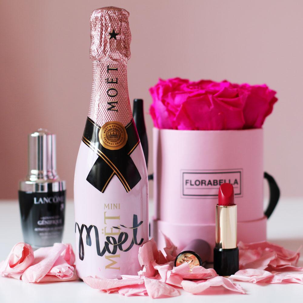 Lancome feiert den Weltglückstag in pink.