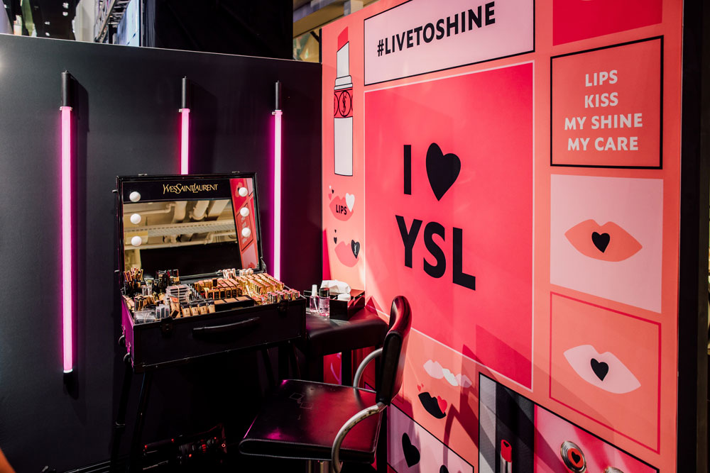 Noch bis zum 13. April kann man bei Manor Zürich im YSL Beauty Hotel einchecken und dabei ins Beauty-Universum des Luxusbrands eintauchen.