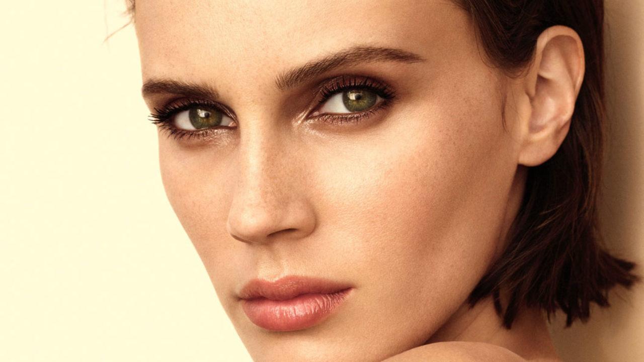 Chanel erweiter die Les Beiges Kollektion um tolle Makeup-Neuheiten, die selbst eine geschwätziger Beauty-Bloggerin vor Freude verstummen lässt.