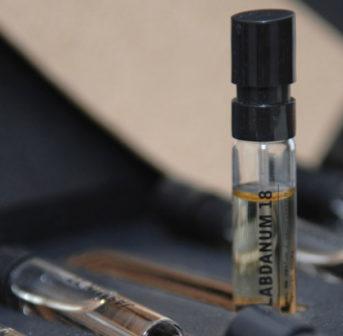 Der gepflegte Mann: Beauty-Held Daniel Ranz testet sich für sonrisa durch spannende Produkte aus dem Kosmetik-Kosmos für Männer - wie etwa die Düfte von Le Labo.