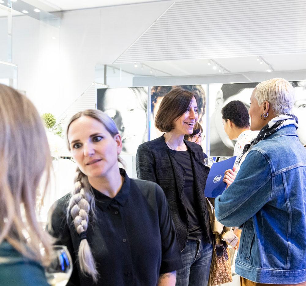Kunst trifft auf Beauty: sonrisa war an der Lancierung der neuen Skin Caviar Eye Lift im Pavillon von La Prairie an der Art Basel und gewann damit im doppelten Sinne einen neuen Blick auf die Kunstwelt.