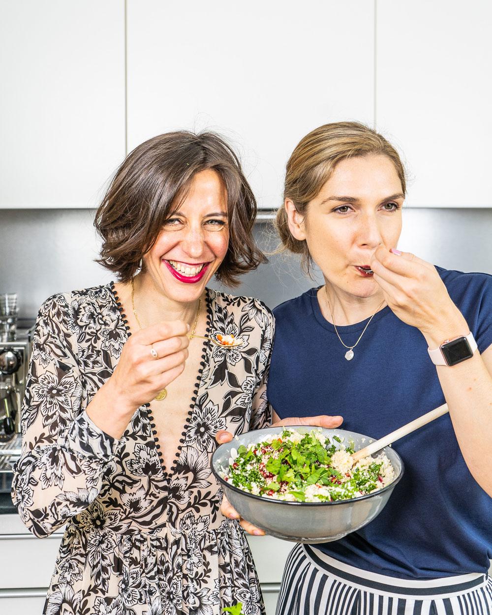 Mrs Flury x sonrisa: Zwei Foodies schwingen gemeinsam den Kochlöffel und verraten Dir ein leckeres Beauty-Rezept sowie die besten Pflege-Hacks für schöne Augen .