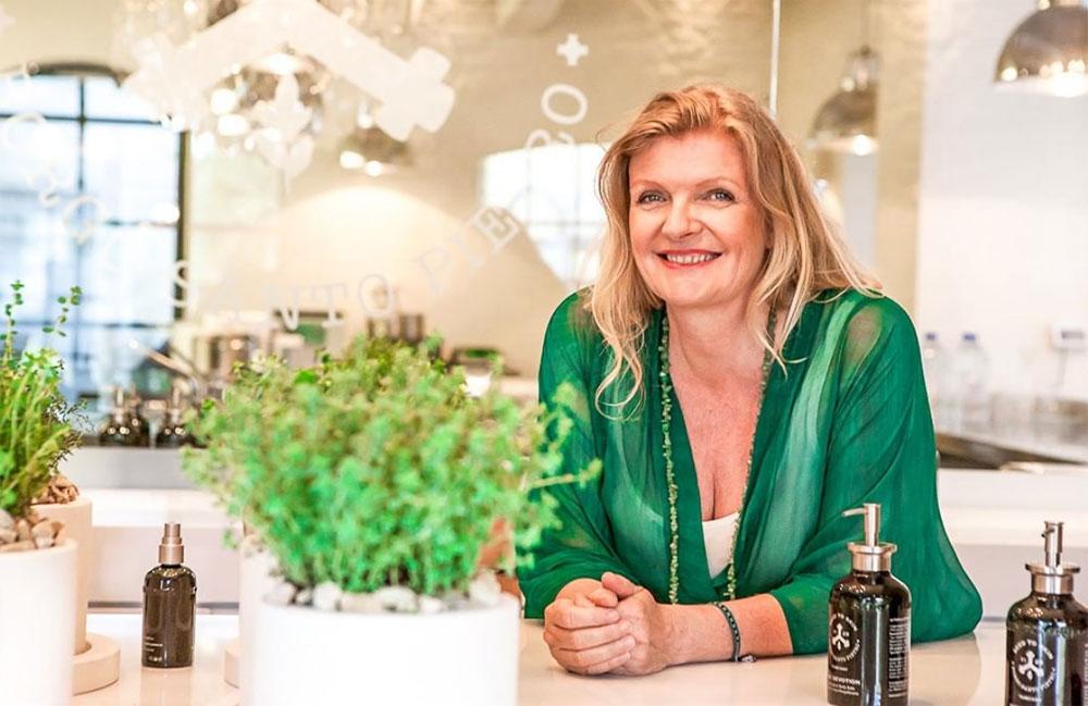 Gute Nachrichten für das Blumenkind in Dir: Auf sonrisa erfährst Du alles über die neue Naturkosmetikmarke Seed to skin aus Italien, bei der sich Luxus, Wissenschaft und Natur vermengen.