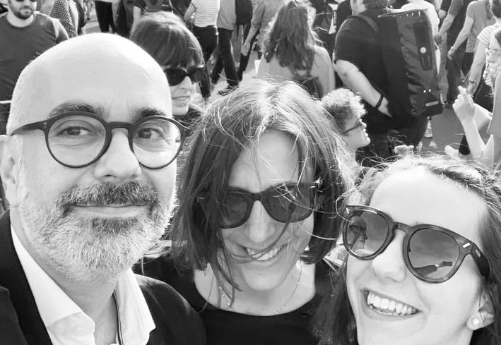 """sonrisa verbindet mit dem neuen Damenduft """"Girls can say anything"""" schöne Erinnerungen an den Frauenstreik 2019."""