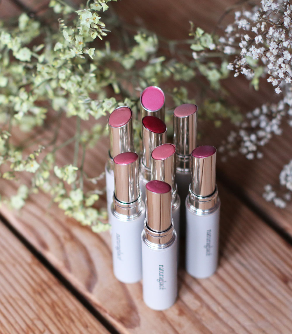 sonrisa feirt den Lipstickday 2019 mit einer Beauty-Verlosung, bei der es zwei Lippenstift-Sets von naturaglace zu gewinnen gibt.
