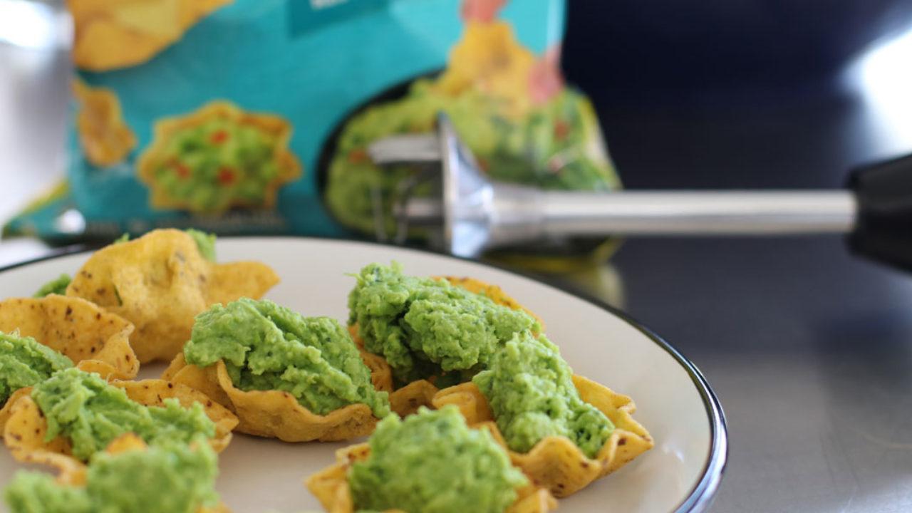 Lasst es Euch schmecken: Auf sonrisa gibt es ein einfaches Rezept für eine nachhaltige Guacamole mit Beauty-Bonus.