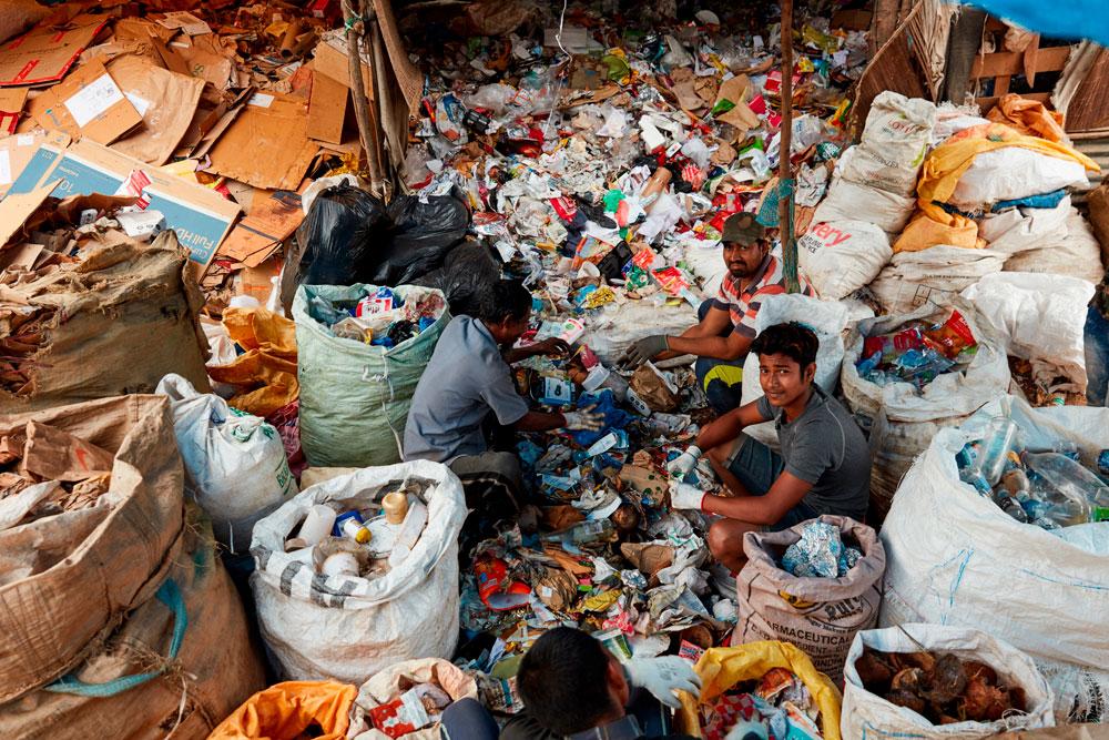 Im Alltag komplett ohne Plastik auszukommen, ist praktisch unmöglich. Was aber immer geht: Den Plastikverbrauch einzuschränken. Mit welchen Tipps das ganz einfach klappt, gibt es heute auf sonrisa zum Nachlesen.