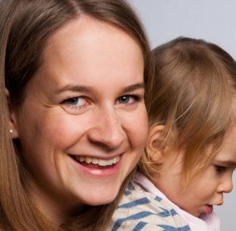 Jungunternehmerin Michaela Hagemann spricht mit sonrisa daüber, wie sie von der Ärtzin zur Gründerin der Kinderkosmetik-Firma