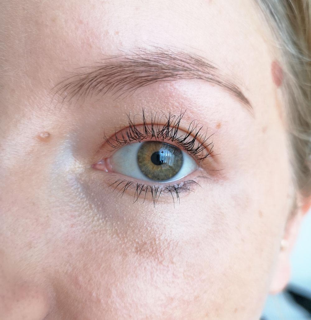 Es grünt auf den Wimpern: Gastbloggerin Sandra testet für sonrisa fünf Naturkosmetik-Mascaras von The Body Shop, Lavera, naturaglacé, W3ll People und Dr. Hauschka.