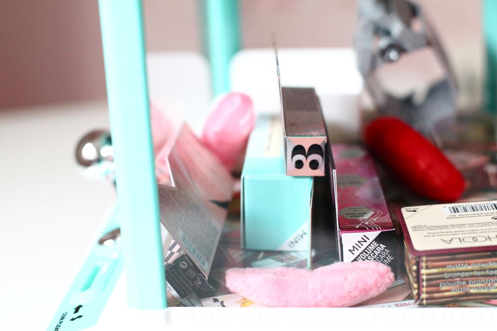 You can win: sonrisa verlost eine exklusive Beauty-Greifmaschine mit Makeup-Minis von Benefit