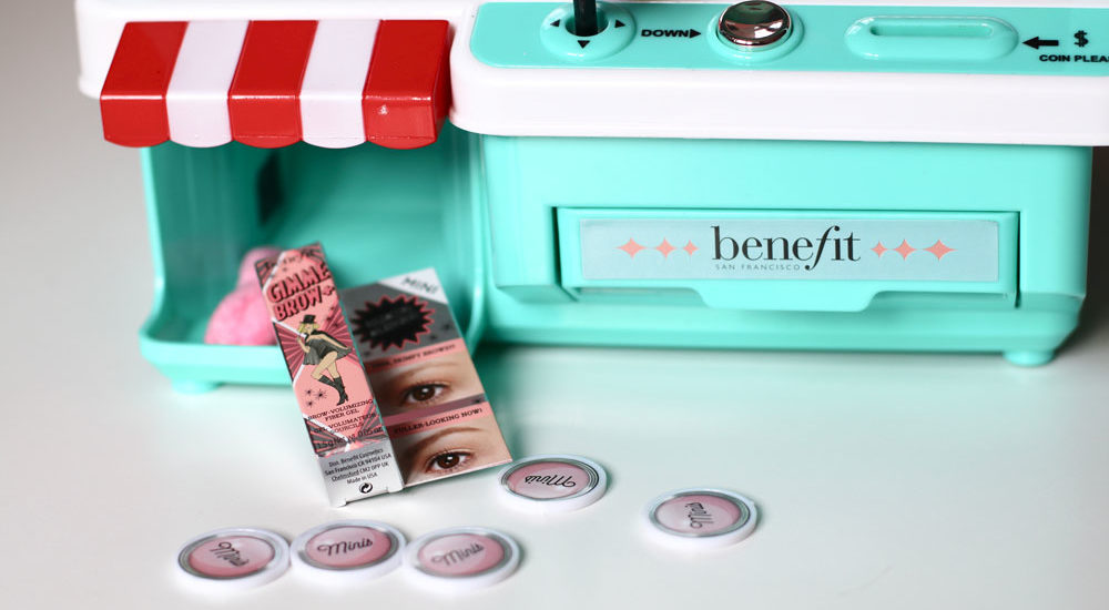 You can win: sonrisa verlost eine exklusive Beauty-Greifmaschine mit Makeup-Minis von Benefit