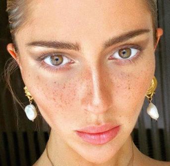 Teddy Quinlivan wurde als erstes offenes Transgender Model für eine Beauty-Kampagne des französischen Modehauses Chanel verpflichtet.