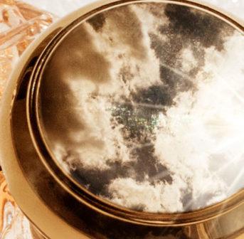 Soleil von Lalique wurde als olfaktorische Sonnensrahl konzipiert und ist darum ideal, um einen Hauch von Licht in den Herbst zu bringen.